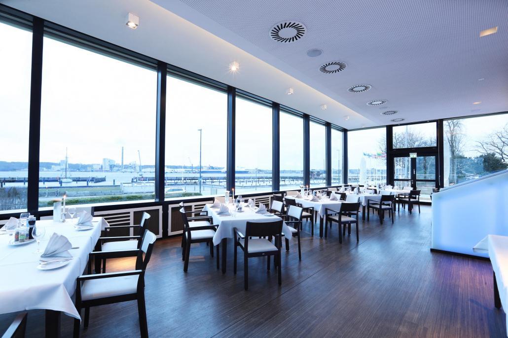 Nicht nur die Aussicht im Hotel Kieler Yacht Club ist hervorragend