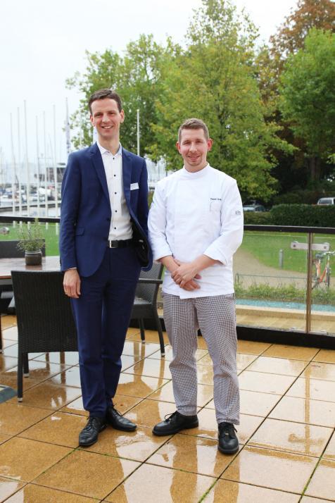Hoteldirektor Eggert Harms mit dem neuen Küchenchef Daniel Ockert