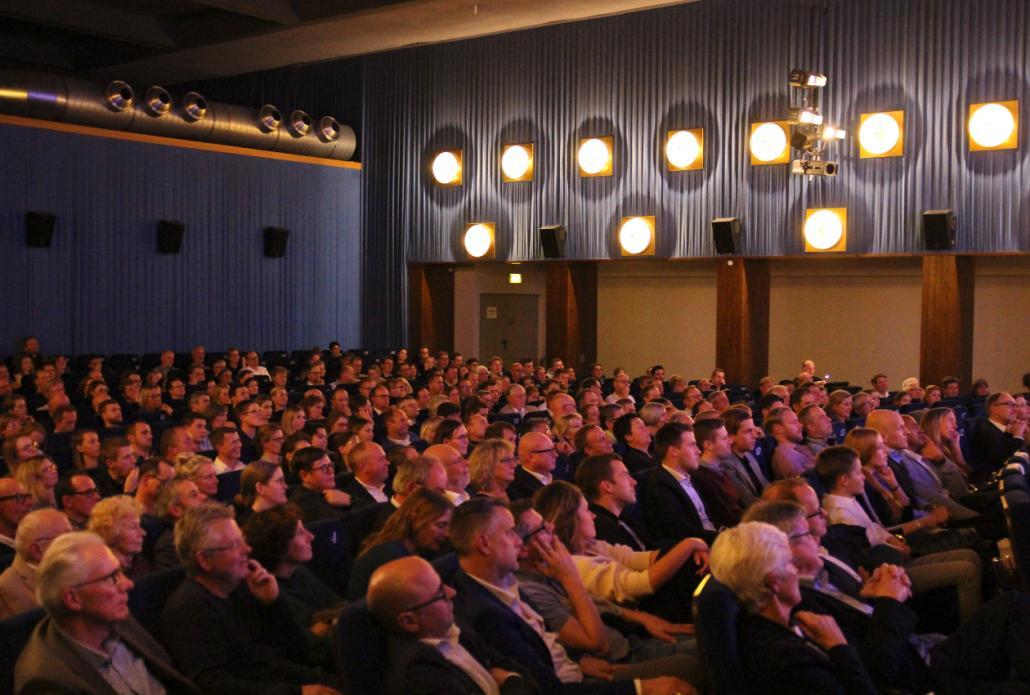 Gut besucht: Die Festgesellschaft fand in dem großen Saal des metro-Kinos Platz