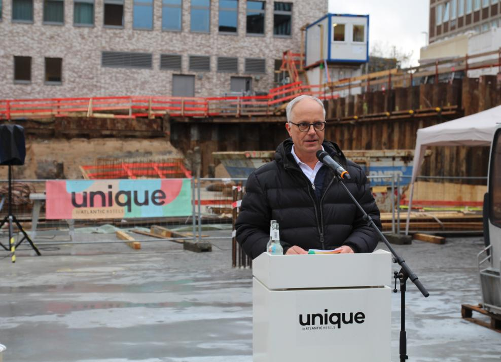 Geschäftsführer der Atlantik Hotels Markus Griesenbeck freut sich auf den Beginn der Baustelle in der Auguste-Victoria-Straße