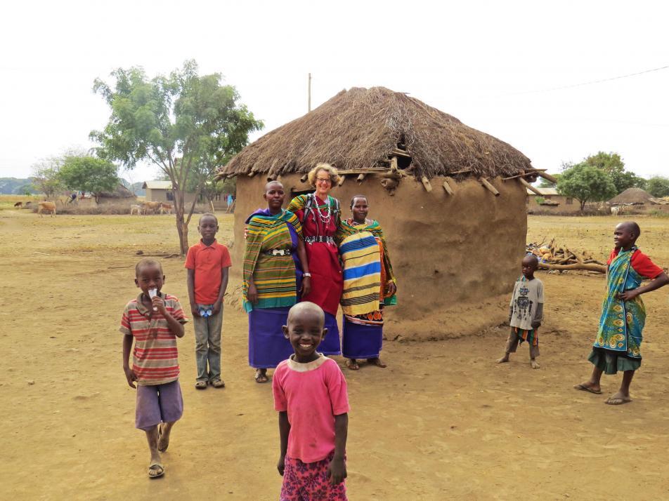 Während ihres Einsatzes für den SES in Tansania durfte Bettina Frommann an einer besonderen Zeremonie des indigenen Volkes der Massai teilnehmen. Nur alle 20 Jahre findet diese am Fuße des Kilimandscharo statt