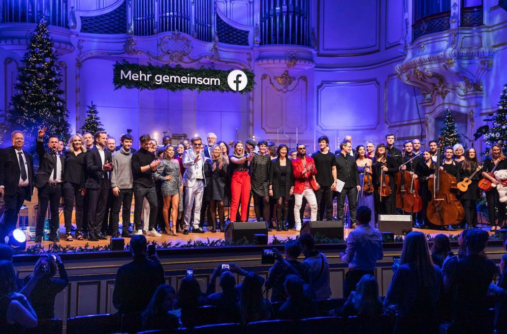 Bei der Gala in der Hamburger Laeiszhalle traten alle Künstler gemeinsam mit Dieter Bohlen auf