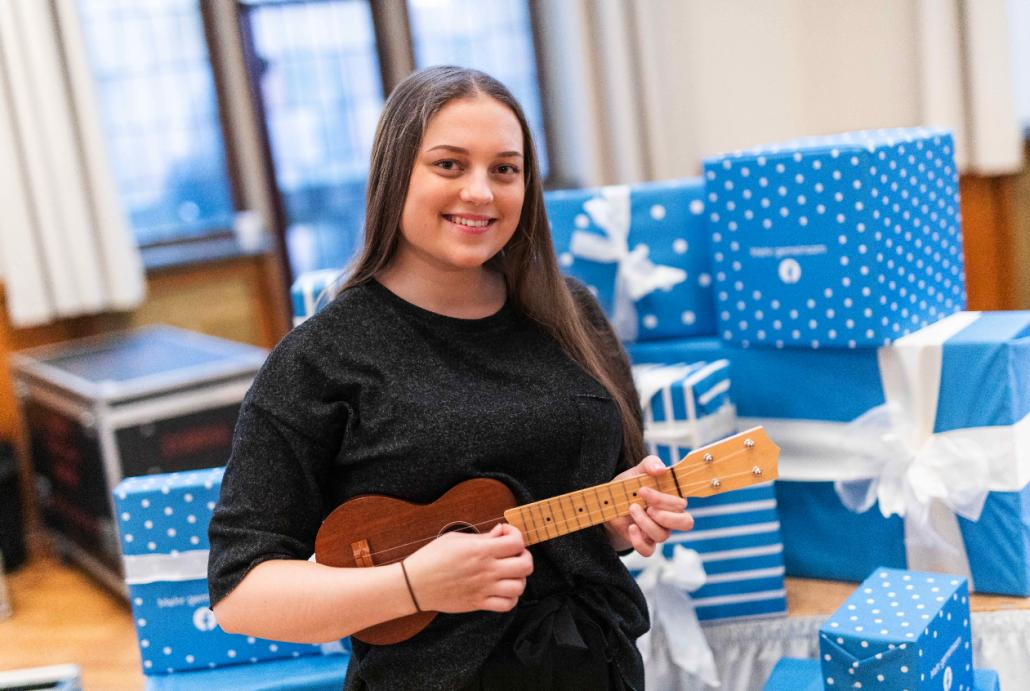 Talentierte Musikerin: Johanna Boye mit ihrer Ukulele
