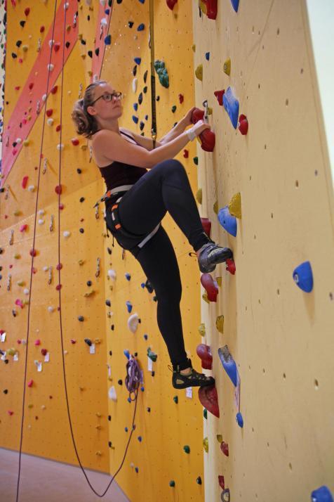 In der Kletterbar war viel Vertrauen gefragt, besonders beim Abseilen. Die Höhe vergisst man durch den Adrenalinkick und die Konzentration ganz von allein.