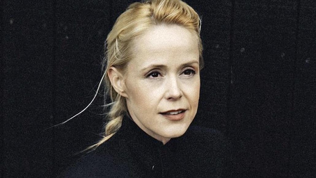 In ihrem Heimatland Dänemark tritt die Sängerin unter ihrem bürgerlichen Namen Tina Dickow auf