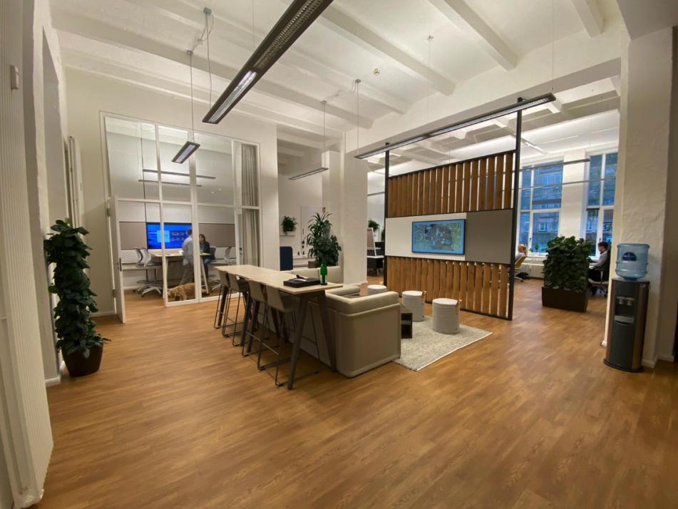 Start Up Style: die Weibrechts sind mit ihren Unternehmen in offene und moderne Räumlichkeiten innerhalb des Wissenschaftsparks an der Uni Kiel umgezogen
