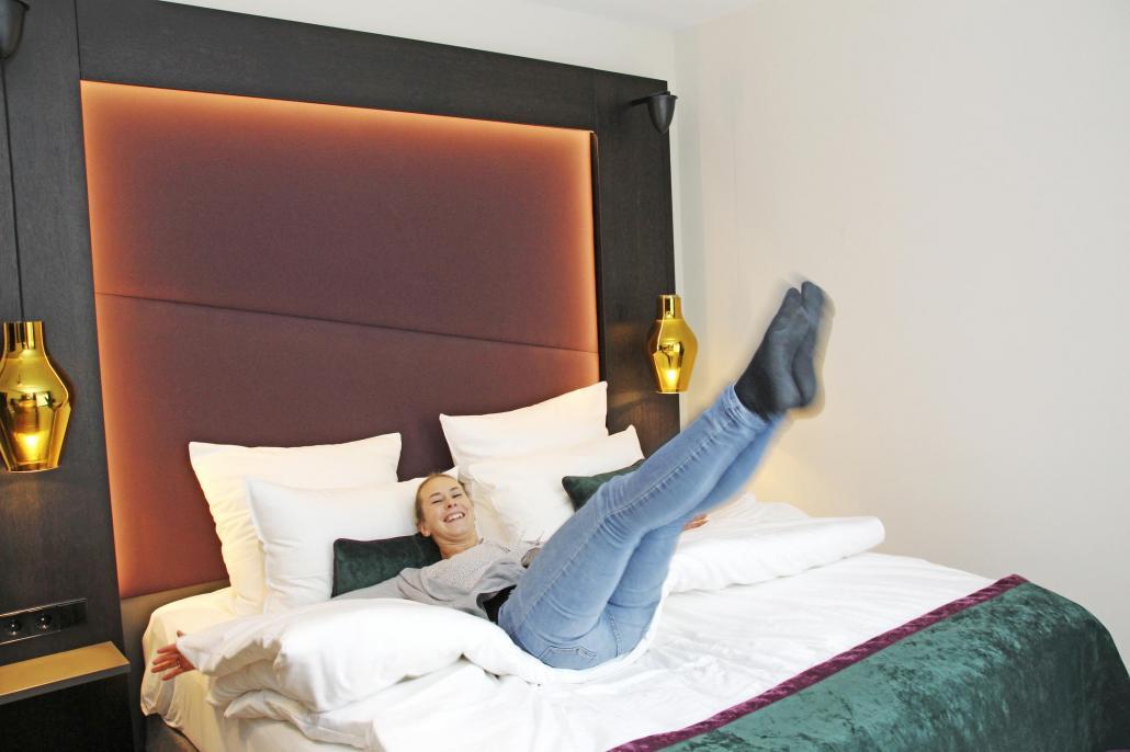 Auch für RENDSBURGerleben sind wir aktiv unterwegs. Mediaberaterin Anne Sommerfeld testet Hotelbetten.