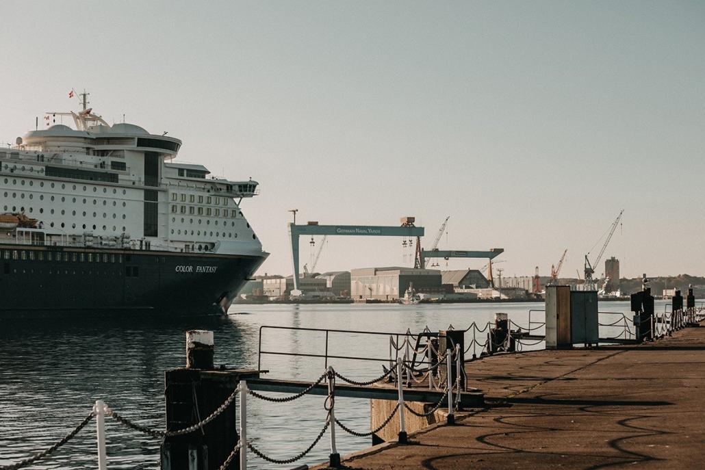 Natürlich könnt ihr in Kiel an der Förde spazieren...Oder einen unserer Tipps ausprobieren!