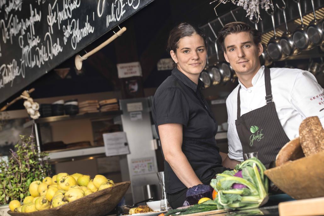 Rebecca und Matthias Gfrörer werden ihr Menü in der Gutsküche auf dem Bio Gut Wulksfelde ökologisch und nachhaltig zubereiten.