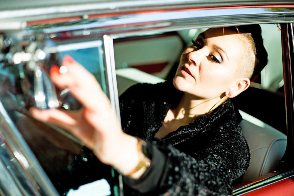 Sie singt Background für Ina Müller und studiert neben ihrer Gesangskarriere Musik in Hamburg: Sarajane