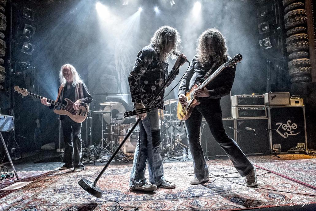 Physical Graffiti zeigen auf der Bühneihr großes künstlerisches Talent, indemsie gekonnt die Songs von Led Zeppelininterpretieren