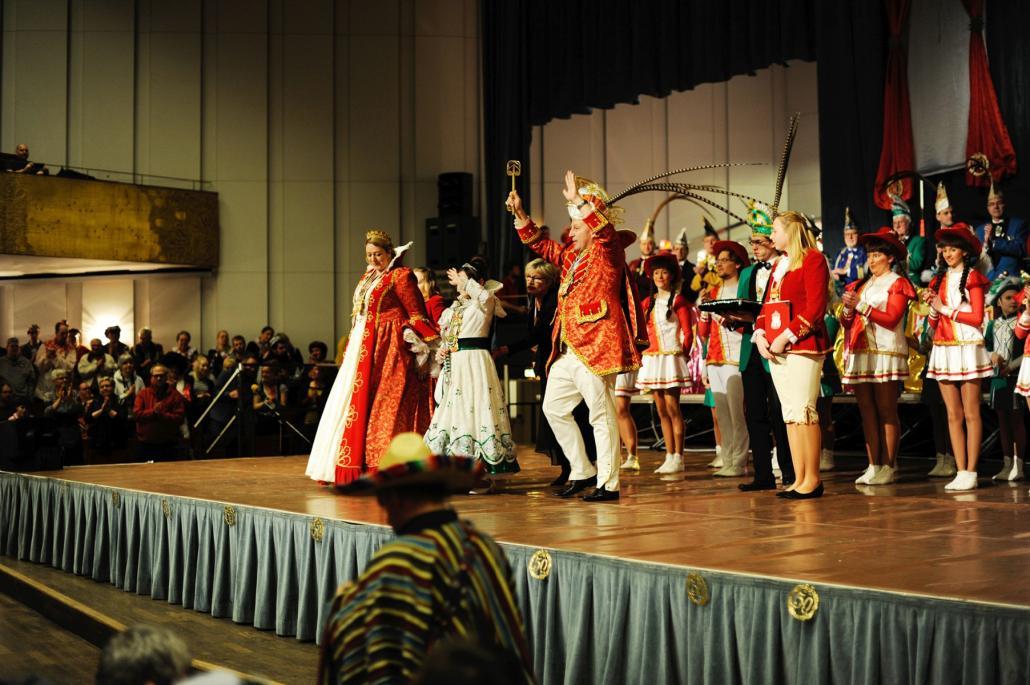 Das Prinzenpaar begrüßt traditionell alle Gäste im Festsaal des Kieler Schlosses