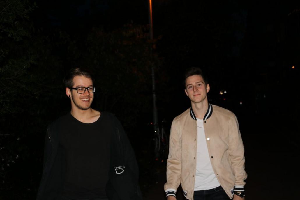 Nico Gwozdz und Niklas Griebel (v. li.) organisieren am Freitag den Bandcontest Kick Out Corona im Live-Stream und sammeln Spenden.
