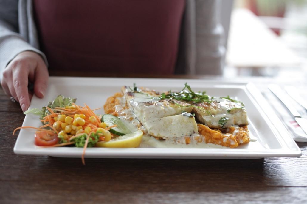 Gastronomien dürfen öffnen - ein leckeres Abendessen wie hier ist damit wieder möglich!