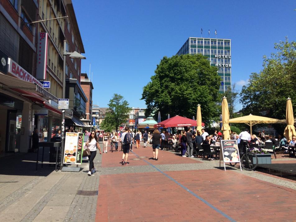 Die Frequenz in der Holstenstraße nimmt auch aufgrund steigender Touristenzahlen wieder zu.