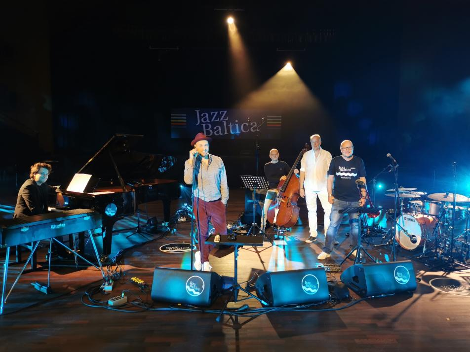 Max Matzke (Bildmitte) trat mit seiner Band bei der JazzBaltica auf.