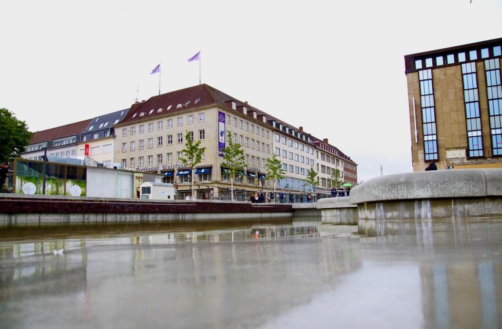 Da kommt Wasser ins Spiel: das erste Teilstück des Kleinen Kiel-Kanals ist für Fußgänger freigegeben.