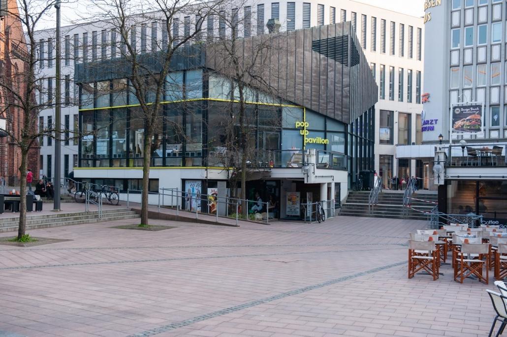 Der Pop-up Pavillon in der Kieler Holstenstraße, direkt am Alten Markt, lädt zu spannenden Ausstellungen ein