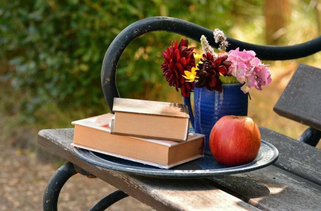 Bei wundervoller Atmosphäre schönen Stimmen und sanften Zeilen lauschen - bei den Dersauer Lesegärten