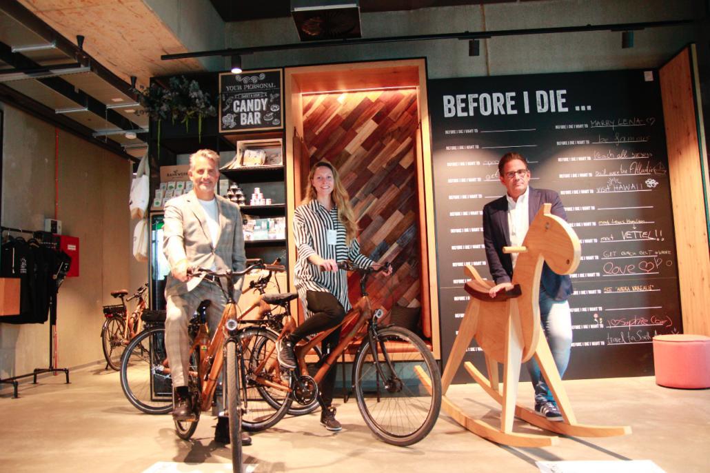 Otto Lindner, Lina Wolf und Frank Lindner (v. l.) freuen sich über das positive Feedback aus der Kieler Bevölkerung