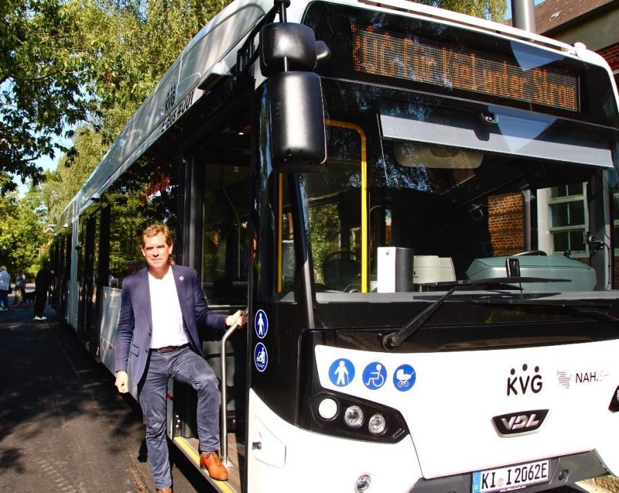 Für Oberbürgermeister Ulf Kämpfer gehören die E-Busse erfolgreichen Klimageschichte, die Kiel weiterhin schreibt
