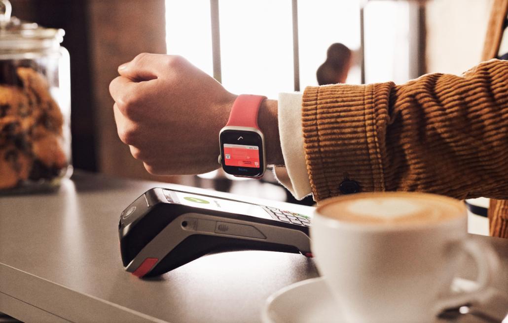 Die Förde Sparkasse ermöglicht allen Kund*innen ab sofort das kontaktlose Zahlen via Apple Pay