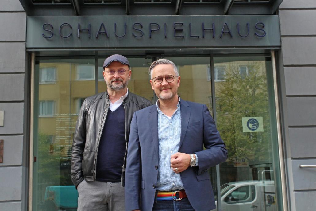 Jan-Peter (li.) und Christian Wittstock gehen gerne ins Theater, auch mit Maske
