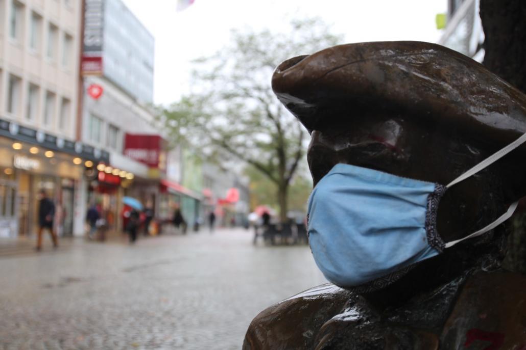 Für mehrere Bereiche, darunter auch die Holstenstraße, wird die Notwendigkeit für das Tragen eines Mund-Nasen-Schutzes geprüft.