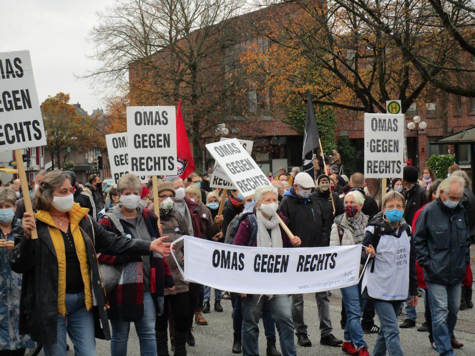 Für ihr Engagement gegen Diskriminierung und Antisemitismus erhalten die Omas gegen Rechts den Paul-Spiegel-Preis vom Zentralrat der Juden