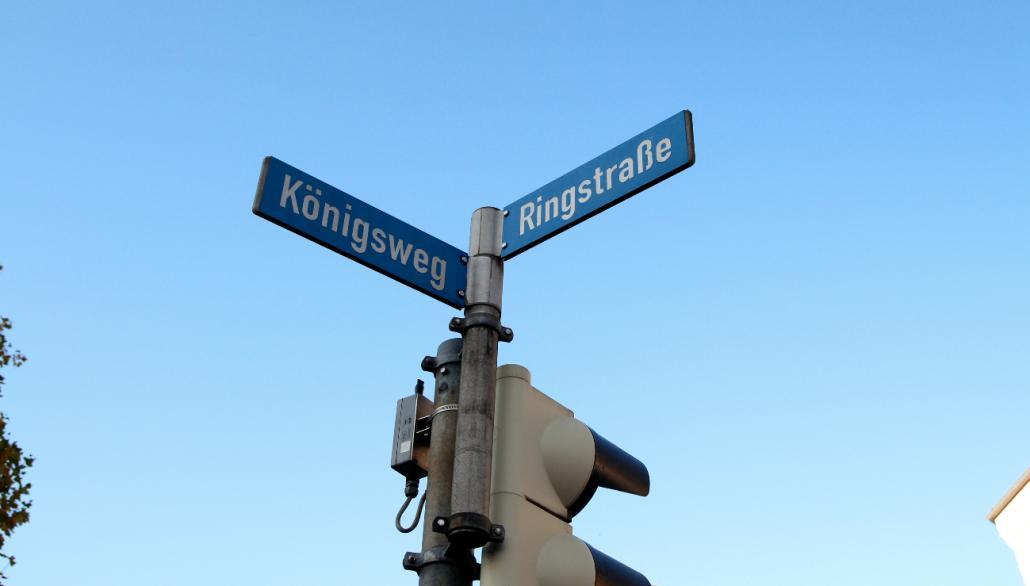 Weil der Königsweg in Richtung Hamburger Chaussee nicht länger für Autos zugänglich ist, befürchtet die Firma Kriwat ausbleibende Kunden