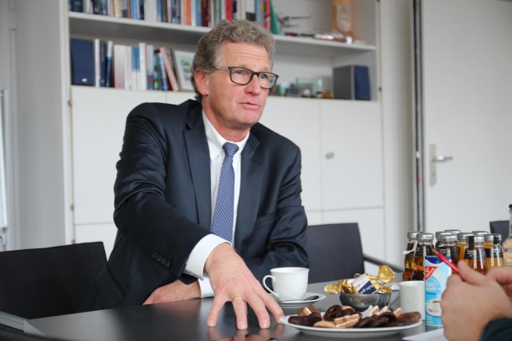 Wirtschaftsminister Bernd Buchholz (FDP) fordert die Erhöhung der Abschlagszahlungen auf 500.000 Euro pro Unternehmen