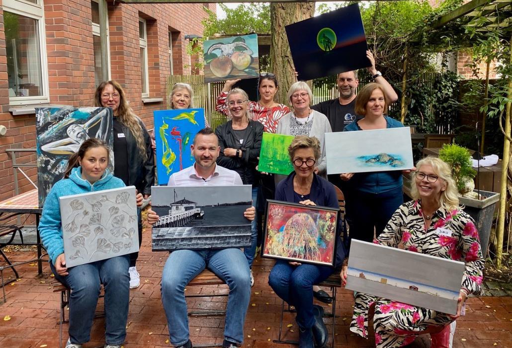Doris Heldt (vorne rechts) und weitere Künstler*innen organisieren auch in diesem Jahr die Kieler Kunstmeile im CITTI-PARK