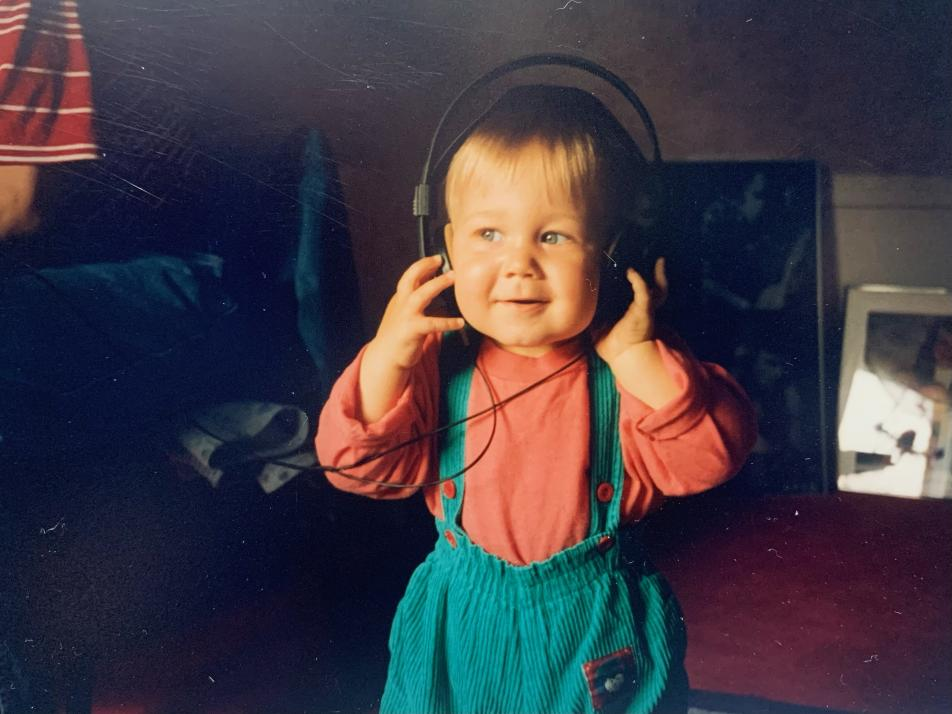 Schon im frühen Kindesalter begeistert sich Florian Bunke für Musik. Allerdings hört er zu der Zeit noch die Musik seines Vaters: Rammstein und Böhse Onkelz