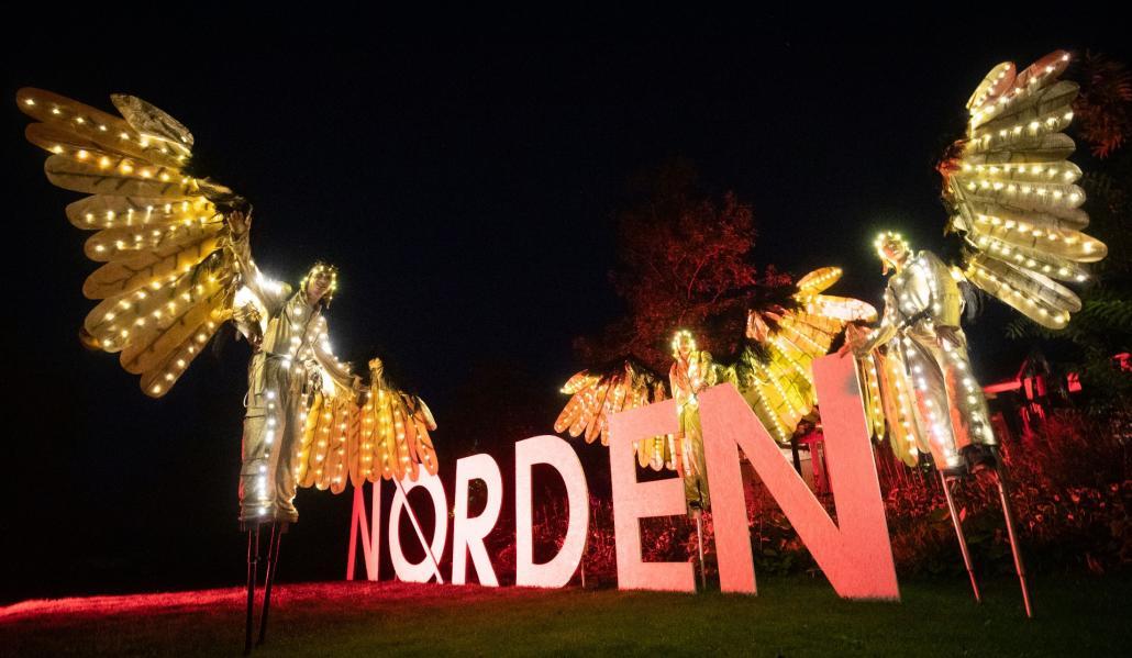 Besonders in den Abendstunden bietet das NORDEN Festival ein besonderes Lichtspektakel...
