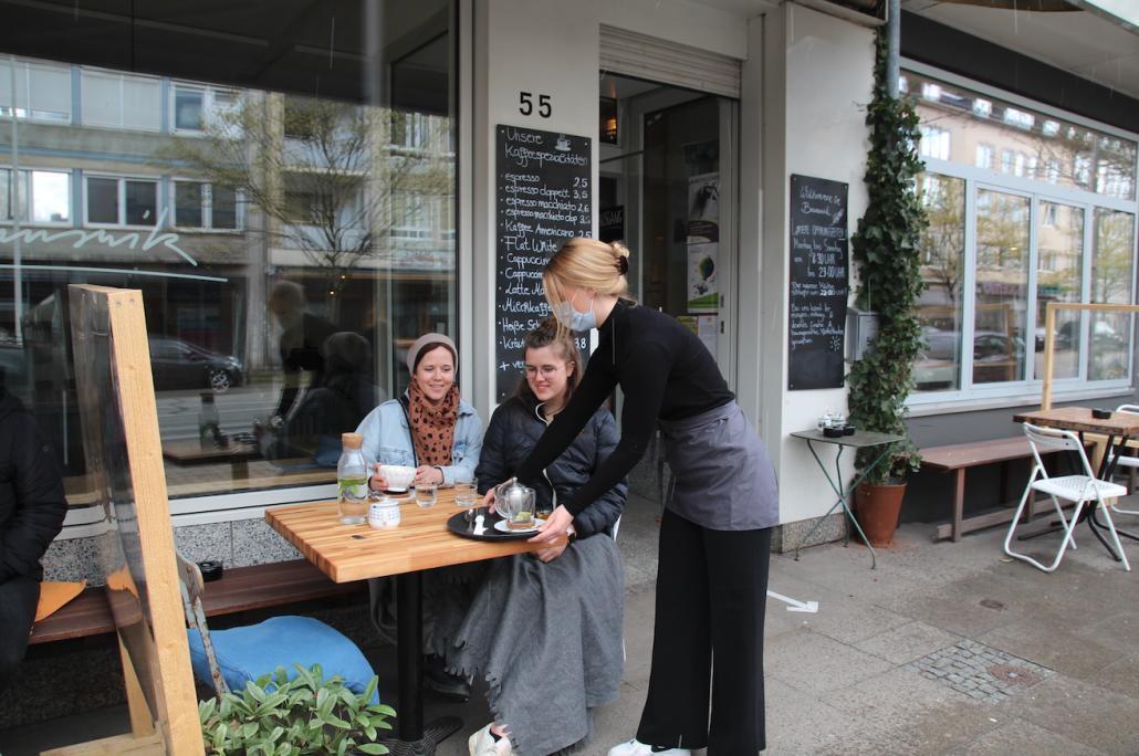 Auch das Café Brunswik freut sich, ihre Gäste unter allen Hygienevorschriften wieder zu empfangen.