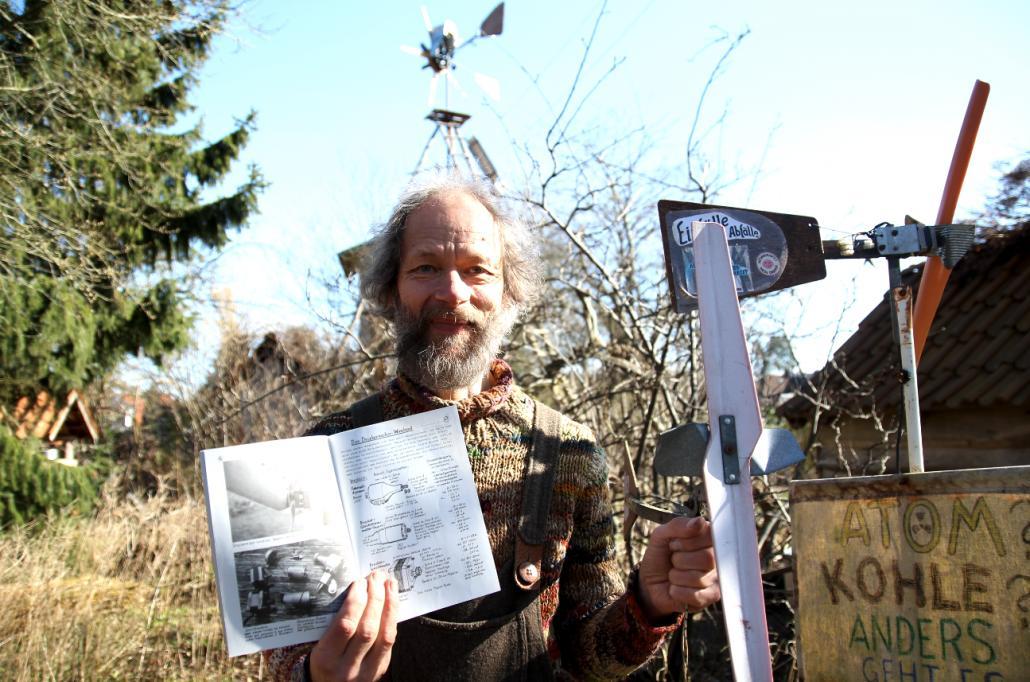 """Christian Kuhtz hält seine Ideen seit 40 Jahren in """"Einfälle statt Abfälle"""" fest – und erfährt Rückmeldung aus der ganzen Welt."""