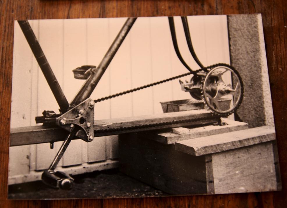 Im wahrsten Sinne recyclet: eine fahrradbetriebene Mühle.