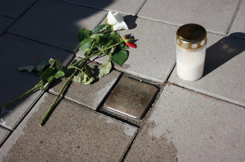 Jährlich werden die Stolpersteine geputzt, um an die Opfer und deren Geschichten im Dritten Reich zu erinnern und nicht zu vergessen.
