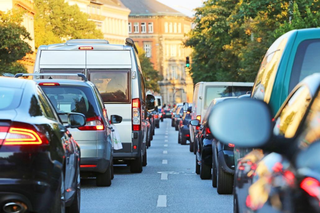 Volle Straßen prägen immer mehr und mehr das Stadtbild, für das Klima ist das eine Katastrophe.