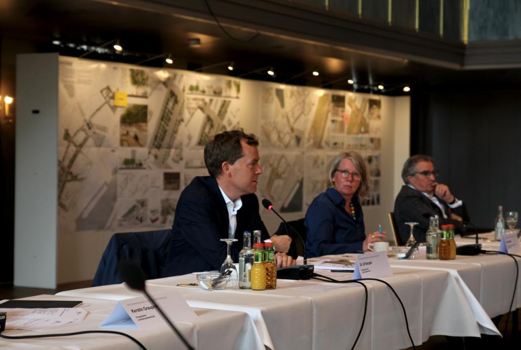 OB Ulf Kämpfer, Baudezernentin Doris Grondke und Wolfgang Erichsen,  Vorsitzender des Forums Innenstadt sprachen im Kieler Schloss mit den Journalist*innen