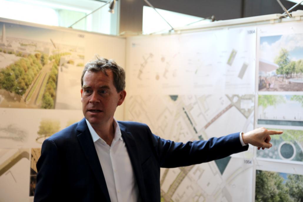 Oberbürgermeister Ulf Kämpfer ist überzeugt von dem neuen Konzept der Holstenstraße.