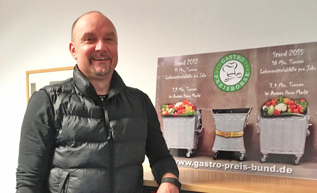 Stefan Koch berät Lebensmittelunternehmen und rettet nebenbei tonnenweise Nahrung, die weggeschmissen werden würde.