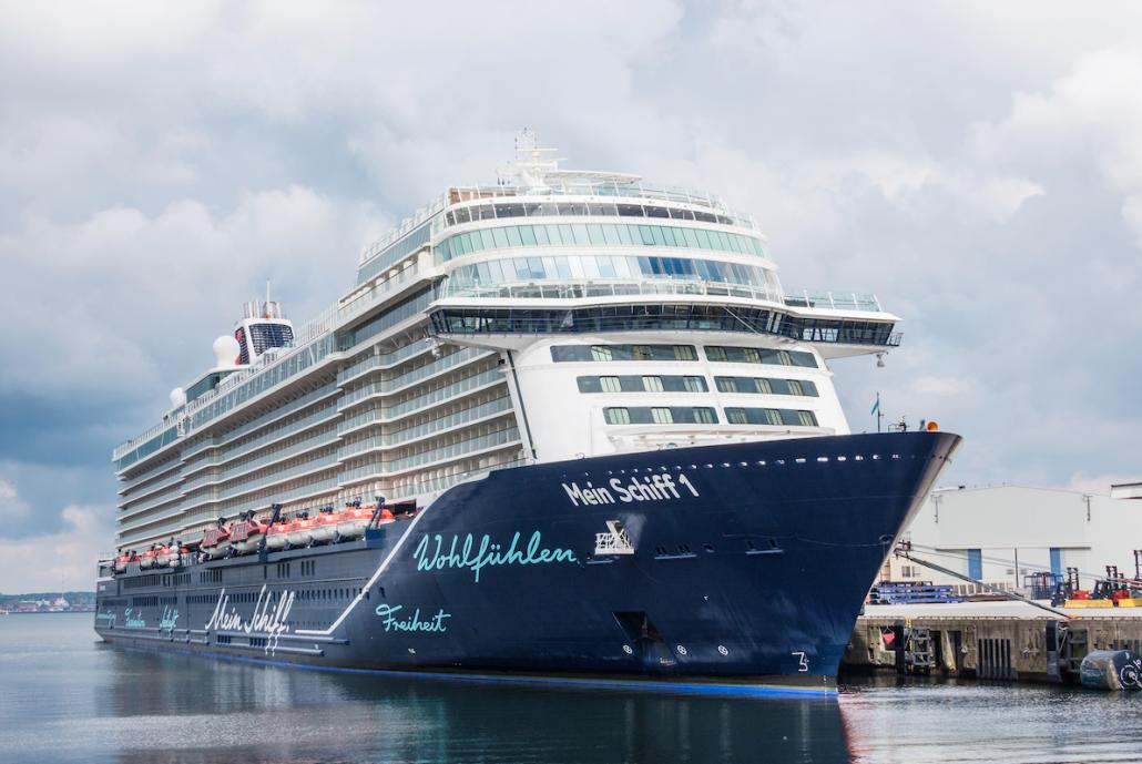 Noch liegt die Mein Schiff 1 im Kieler Ostuferhafen, bevor sie Samstagabend am Ostseekai anlegt.