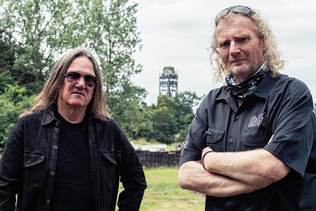 Thomas Jensen und Holger Hübner (v. l.) müssen das weltweit größte Metal-Fetsival im Herzen Schleswig-Holsteins absagen