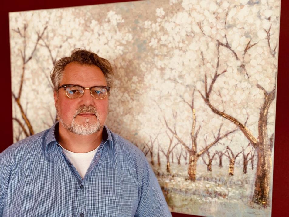 Inhaber Joerg Vieweg möchte Trauernden eine ganzheitliche Bewältigung mit dem Tod ermöglichen