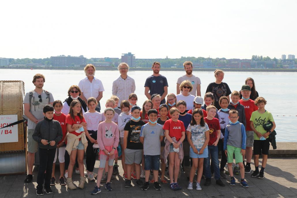 Die Schüler*innen der Regenbogenschule Strohbrück freuen sich auf einen aufregenden Tag im Expeditionscamp des Ocean Summit Kiel.