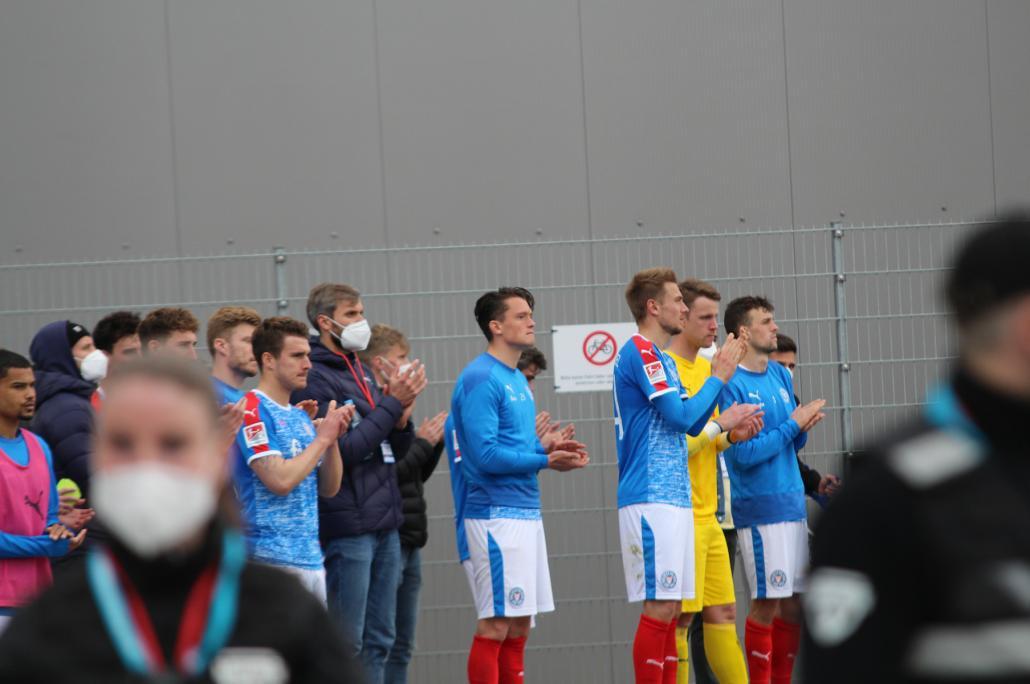 Nach dem verpassten Aufstieg gegen den 1. FC Köln empfingen die Fans ihre Störche mit frenetischem Jubel.
