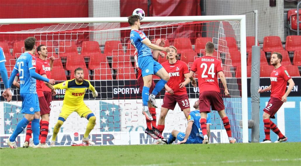Simon Lorenz traf im Hinspiel der Relegation gegen den 1. FC Köln sensationell zum 1:0.