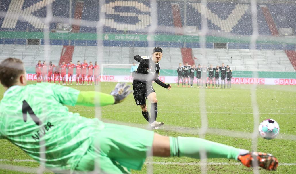 Jae Sung Lee traf, wie alle anderen Schützen der Störche, vom Elfmeterpunkt gegen den FC Bayern München.