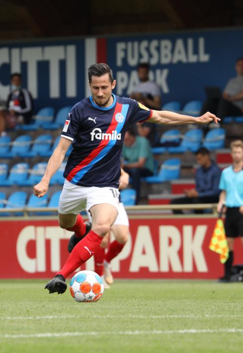 Steven Skrzybski kam vom FC Schalke 04 an die Kieler Förde.